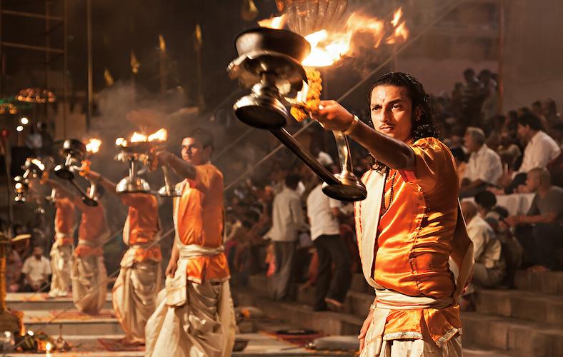 Informazioni utili per viaggio in India, Varanasi, Cerimonia Aarti