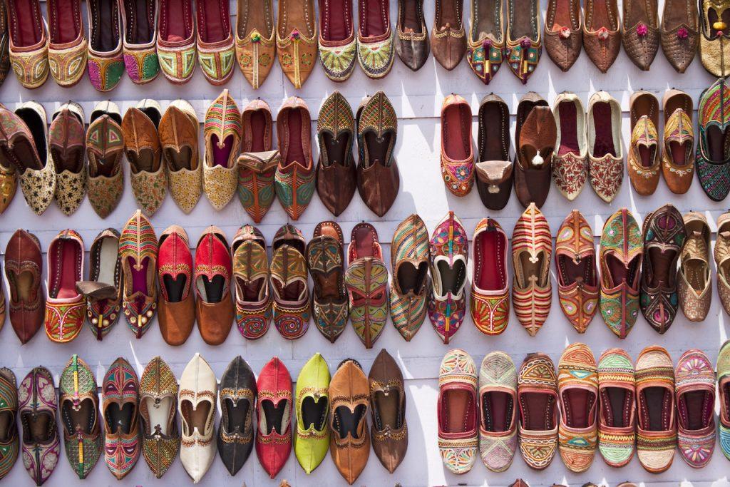 Viaggiare in India, scarpe jutti, Jodhpur, Rajasthan, India