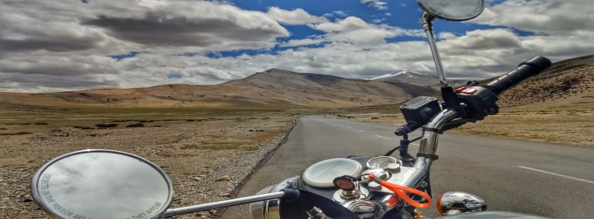 Viaggiare in India In moto tra le vette dell'Himalaya