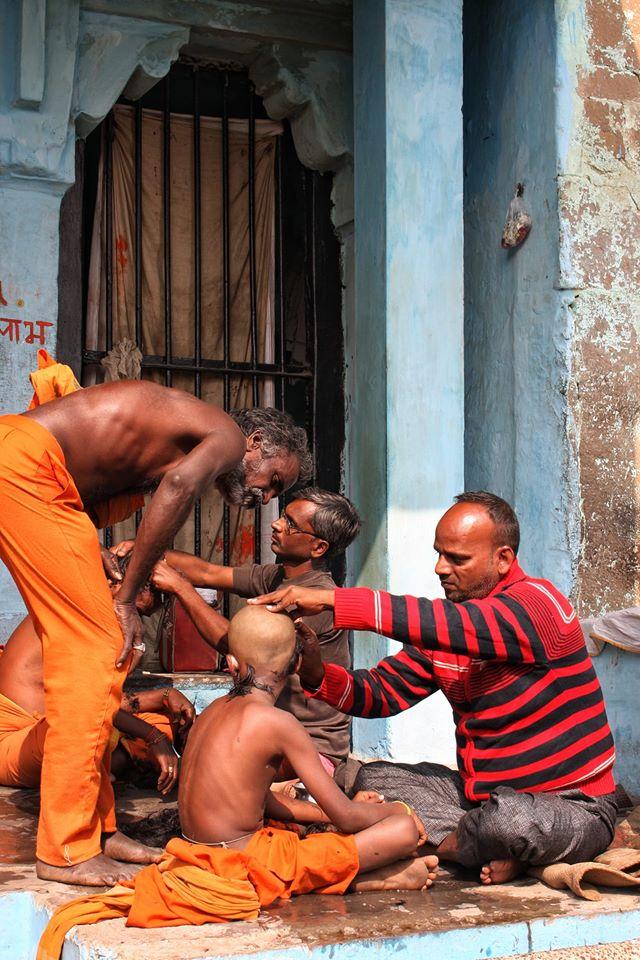 Viaggio a Varanasi | il taglio di capelli | Ph. Credit Giovanna Circe