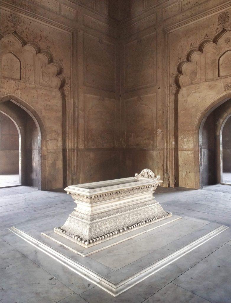 La tomba di Safdarjung | ingresso del mausoleo con la tomba | Ph. Susanna DI Cosimo ©
